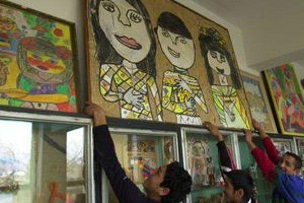 Jarovnickí školáci sú známi výtvarnými prácami, za ktoré dostali niekoľko ocenení po celom svete.