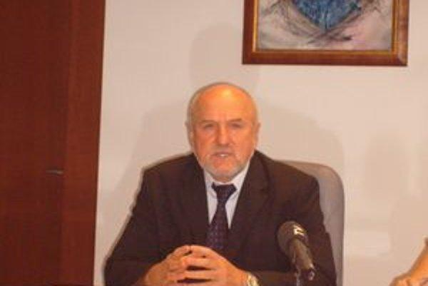 Július Zbyňovský. Tvrdí, že VZN je v poriadku a nikto sa nesťažoval.