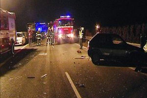 Nehoda na diaľnici. Opitý policajt z felicie aj vodič z citroënu skončili v košickej nemocnici na jednotke intenzívnej starostlivosti.