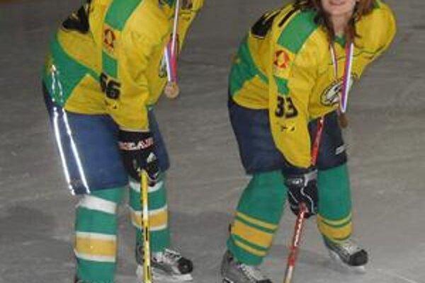 Reprezentantky. Hokejistky - sestry Jana (vľavo) a Slavomíra Štofaníkové - sú nominované do prípravy na hokejbalové majstrovstvá sveta.