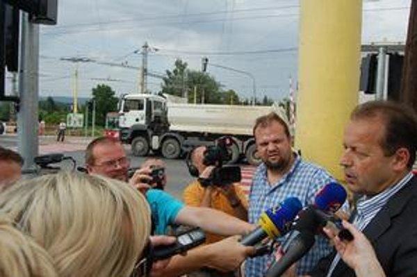 Primátor pred novinármi. Pavel Hagyari si priznal chybu.