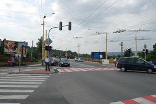 Výpadovku na Sabinov už riadia semafory.