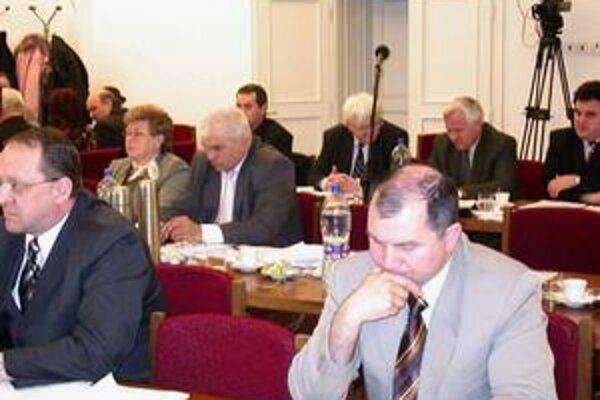 Poslanci. Na krytie kapitálových výdavkov schválili úver 2,3 mil. eur.
