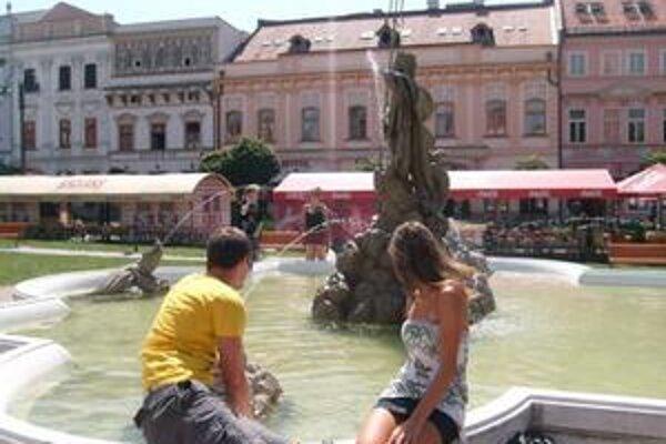Návštevníci parku. Michal a Zuzana ryby považujú za milé prekvapenie.