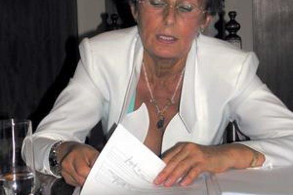 M. Kusendová. Predložila návrh na zmrazenie valorizácie odmien.