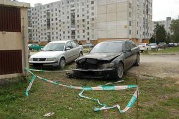 Zničené auto. Užíval ho riaditeľ vranovskej nemocnice. Ktosi ho v noci z pondelka na utorok úmyselne podpálil.