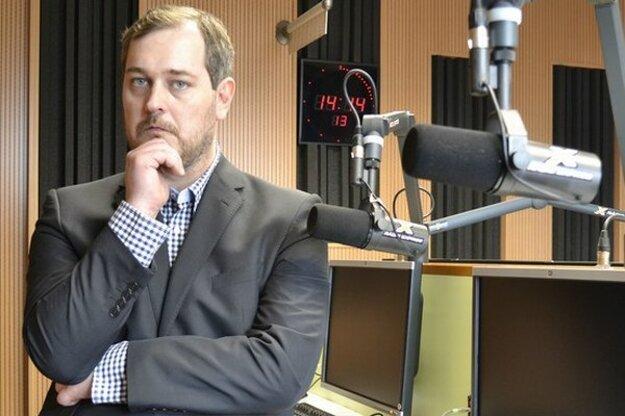 Moderátor Braňo Závodský začínal v Televízii Turiec, pracoval v TA3, neskôr bol  STV. Rozhovory robil aj pre .týždeň, dnes moderuje  reláciu Braňo Závodský naživo v rádiu Expres.