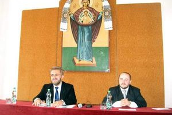 Pripravujú konferenciu. Dekan J. Zozuľak (vľavo) a koordinátor Bohuslav Kuzyšin.