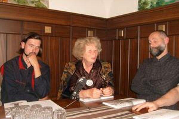 Umelci. Zľava István Vikár, Anna Erdei a Robert Hübner.
