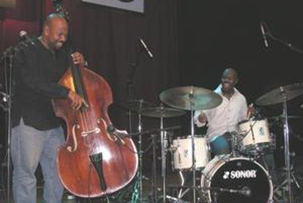 Americké hviezdy. Kontrabasista Ch. McBride a bubeník U. Owens jr.