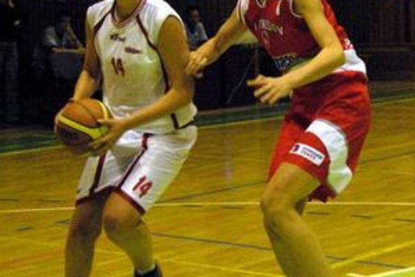 Prešovčanka Karavajevová (vpravo) bráni Kolkusovú z Cassovie.