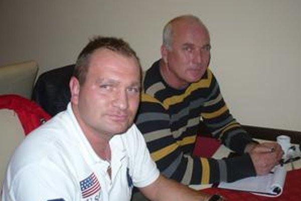 Strelec a manažér Mi. Gmitro (vľavo) a J. Talian sa mali čím popýšiť.