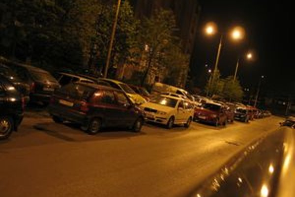 Parkovanie na prešovskom sídlisku Sekčov je neraz adrenalínovým športom.