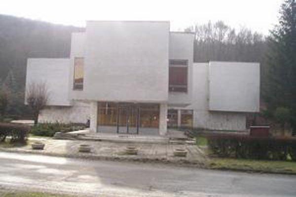 Múzeum. Nachádza sa v objekte obecného úradu.