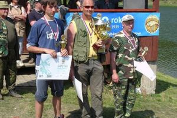 Úspešní rybári. Na stupne víťazov sa postavili Rudolf Golec, František Biľ a Vincent Gurský (sprava)