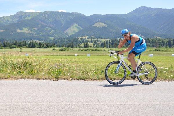 Šliapanie na bicykli si mohli účastníci spríjemniť pohľadom na peknú oravskú prírodu.
