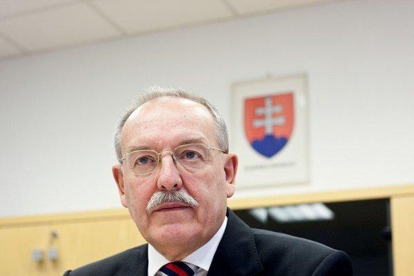 Predseda Úradu pre reguláciu elektronických komunikácií a poštových služieb Vladimír Kešjar bude poberať mesačne plat vo výške 2550 eur.