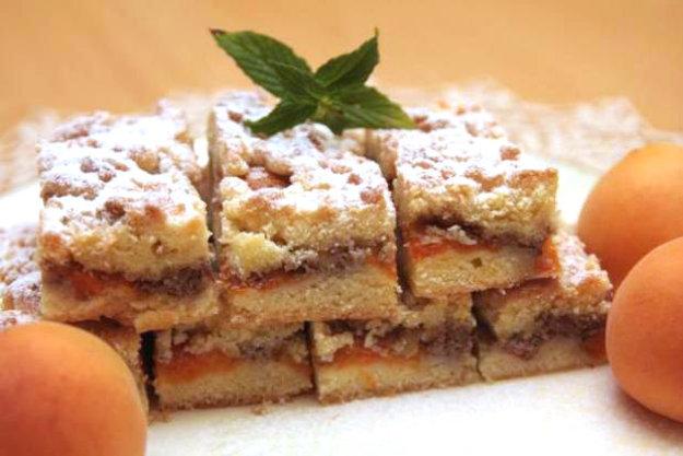 Marhuľový koláč s orechami