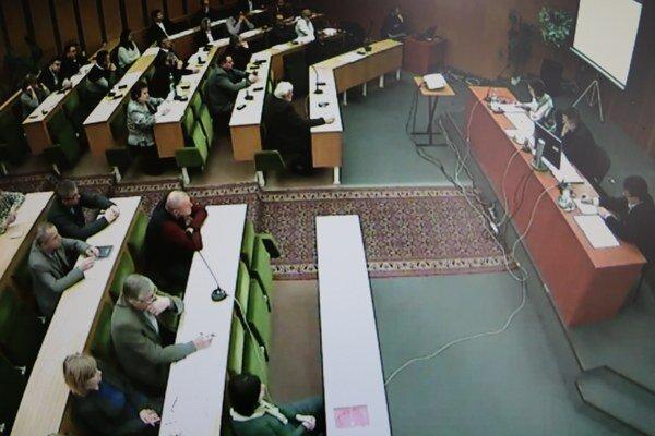Mestskí poslanci v Trebišove. Rokovali o osvetlení v meste, rozpočte i úvere.
