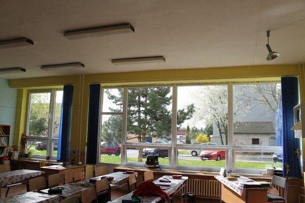 Vymenené okná vtriedach. Boli vhavarijnom stave.