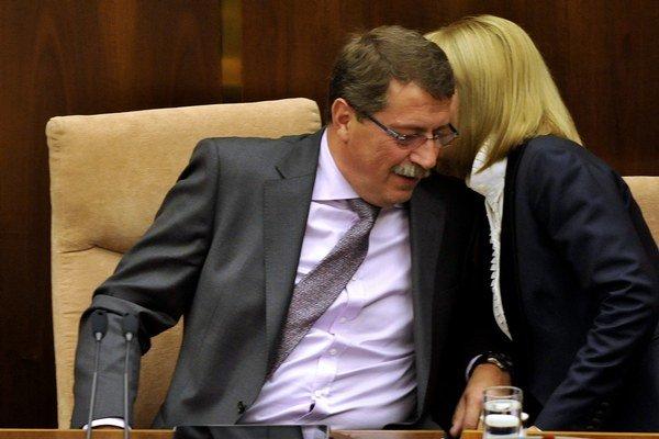 Ministerstvo, ktoré vedie Zvolenská, nominovalo do kardioústavu človeka, čo bol v bývalej firme Pavla Pašku.