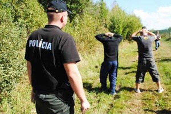 Hranica s Ukrajinou. S vyhostenými nelegálnymi migrantmi lietajú policajti aj do Vietnamu a Číny.