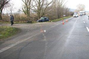Tragická nehoda si vyžiadala smrť vodičky.