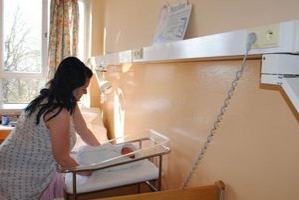 Gynekologicko-pôrodnícke oddelenie. Ročne tu majú 460 pôrodov. Poistenky VšZP sú od začiatku apríla nútené dochádzať do Michaloviec a Trebišova.