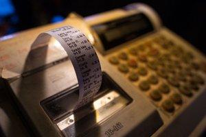 Bločková lotéria pomáha daniarom odhaliť chyby, čo majú obchodníci s pokladnicami. Problém s takzvanou bezbločkovou ekonomikou zatiaľ nerieši.