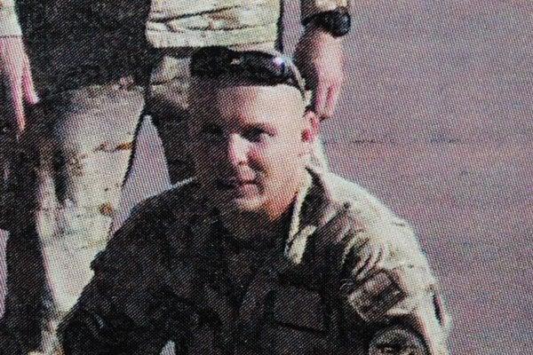 Nebohý Ivan Koliščák. Právny zástupca poškodených uviedol, že v bare sa u neho náhle prejavili príznaky duševného ochorenia. Mohli byť spôsobené stresom, akému bol vystavený na misii v Afganistane.