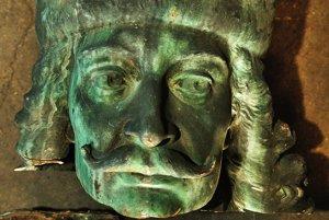 Oddelená hlava busty Františka Rákocziho II. z roku 1906 leží v dielni miestneho kameňolomu. (Jozef Jarošík)