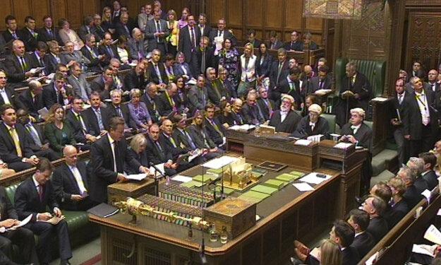 Cameron poslancov nepresvedčil.