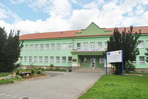 Poliklinika Sabinov. Chceli by k nej pristavať nové ortopedické oddelenie.