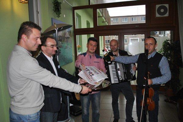 Kandráčovci pokrstili nový týždenník Prešovské noviny.