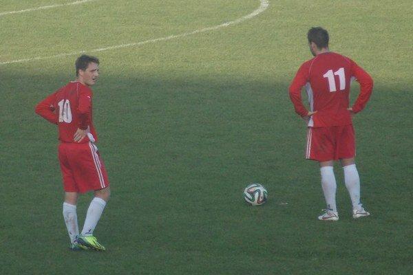 Patrik Kolpák (vľavo) vsietil dôležitý gól Sabinovčanov.