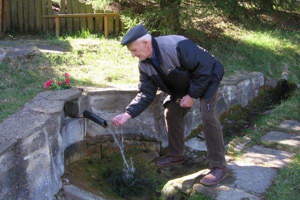 Vodu z prameňa v obci Vysoká, okres Sabinov, si obľúbili domáci, ale aj ľudia z okolitých obcí. Viaže sa k nej starý príbeh, ktorý je zapísaný aj v obecnej kronike. Zvykne sa tu vždy osviežiť aj dôchodca Jakub Rác, ktorý sa v tejto dedine narodil a prežil