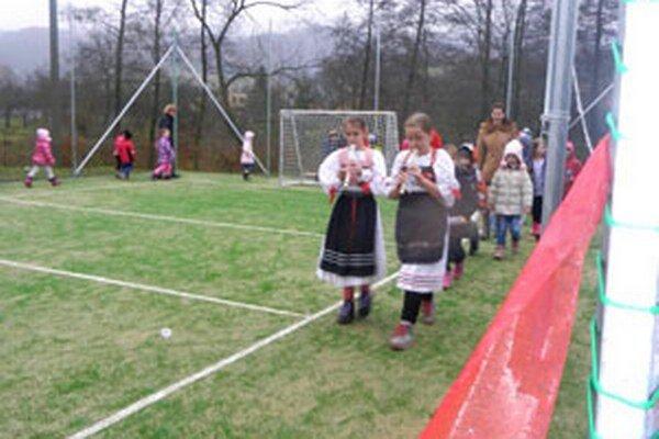 Súčasťou otvorenia ihriska bol aj kultúrny program.