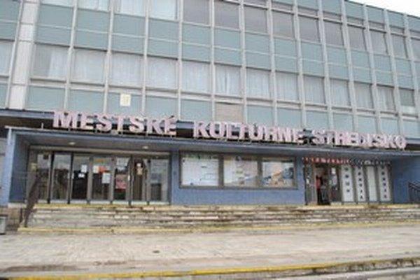 V budove sídli kino Torysa.