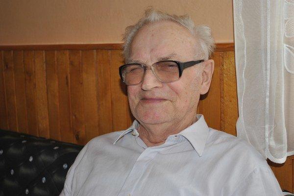 Rudolf Bucko. Z 82 rokov života venoval kronikám 28.