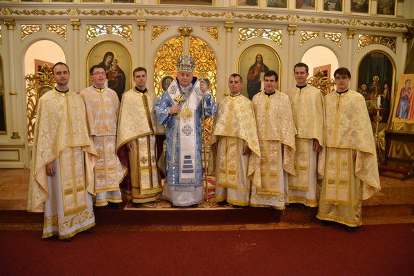 Siedmi novokňazi. S arcibiskupom.