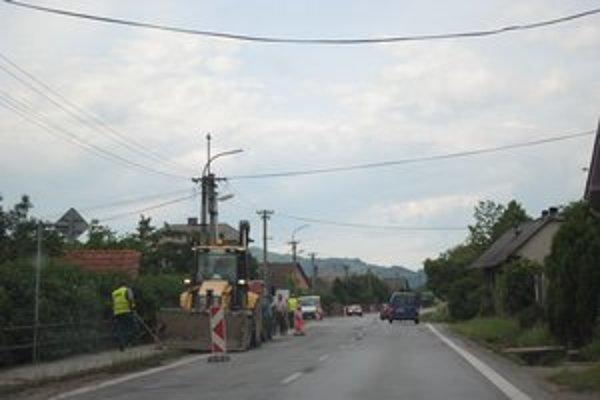 Ľudia v Š. Michaľanoch budú mať po 40 rokoch nový chodník.
