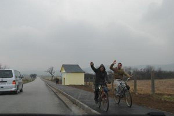 Cyklochodník. Spája Sabinov a Ražňany.