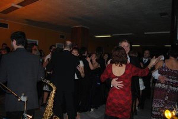 Turistický ples. Zabávalo sa na ňom veľa turistov i neturistov.
