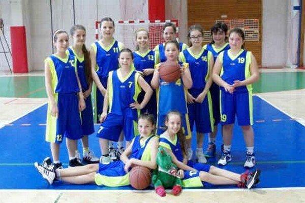 Staršie mini žiačky. Najmladšie rožňavské basketbalistky.