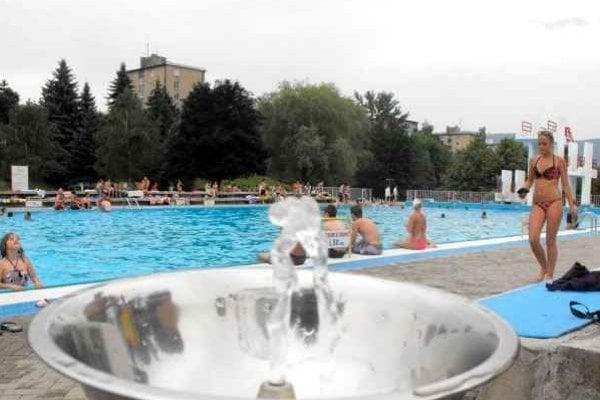 Na kúpalisku v Rožňave začína letná sezóna. Kúpalisko sa pre ľudí sprístupní od soboty 20. júna.