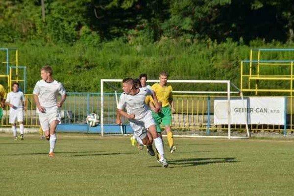 Prehra. Po tesnom víťazstve nad Prakovcami MFK Rožňava v Revúcej vysoko prehral.