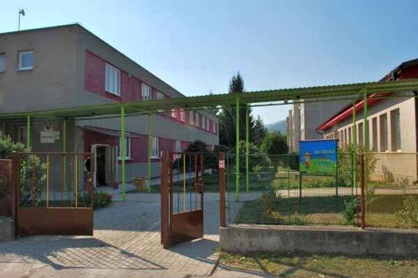 Materská škola Ernesta Rótha. Od septembra škôlka spadá pod správu mesta.
