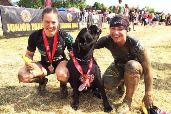 Blanka Plačková (vpravo) v cieli Spartan Race.