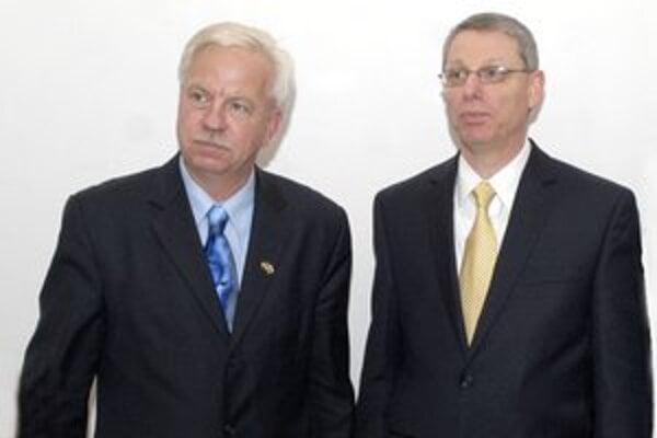 George Babcoke a David Rintoul. Staronový a odchádzajúci šéf železiarní.