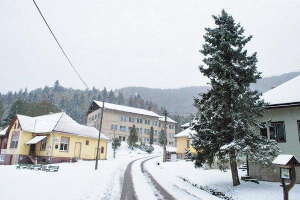 Dedinky. Prvý sneh už v októbri.